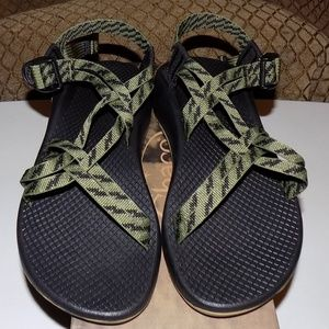 New in box Chaco ZX1 Classic Static Avocado US6